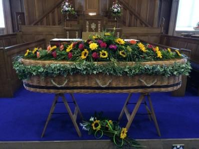 Coffin-basket-Church-Garland_Sunflowers-1024x768