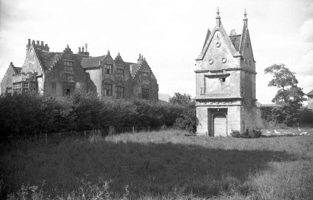 Bawburgh Hall and slipper chapel [4566] 1960-08-01